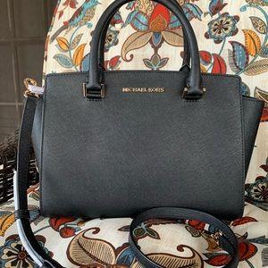 Last one ‼️New MK selma medium satchel 🖤